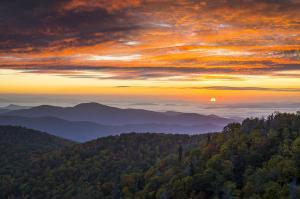 blue-ridge-parkway-north-carolina-autumn-mountains-sunrise-fall-foliage-dave-allen