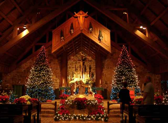 church-scenes-at-christmas-christmas-26601223-2004-1464