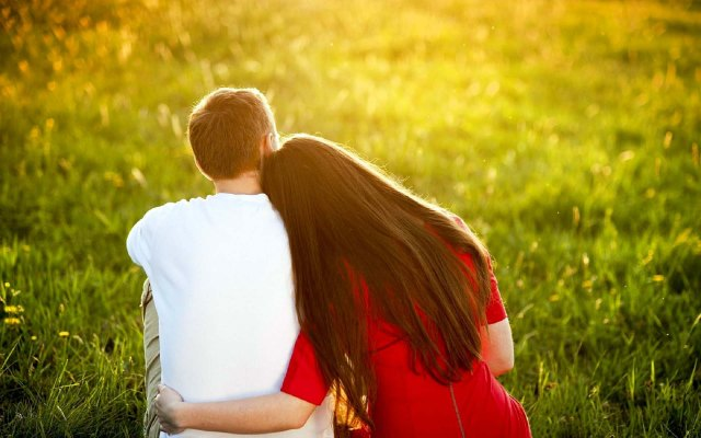 Love-Hug-Couples-HD-Wallpaper