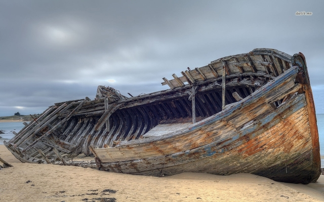shipwreck-on-sandy-beach