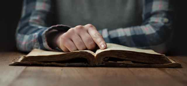bible reading hand