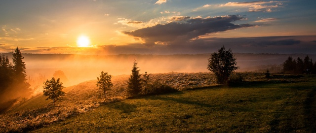 Scenery_Sunrises_and_sunsets_Sky_Grass_Clouds_Sun_515042_2560x1080