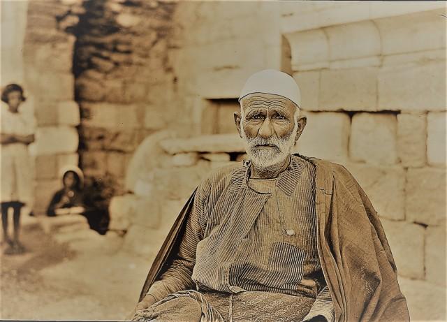 Jewish man, seated, mat13714 (2)